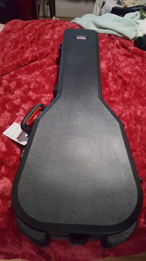 Guitar case for Sale in Fresno, CA