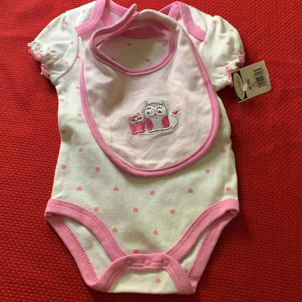 $13. New Baby Bebe Onesis W/ Bib Set New 6-9