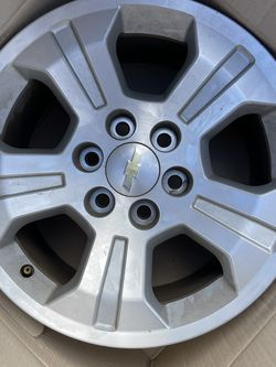 Chevrolet Silverado 1500 Wheel Silver Alloy for Sale in Gig Harbor,  WA