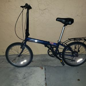 BICYCLE DAHON 7 SPEEDS EXCELLENT CONDITION for Sale in Miami, FL