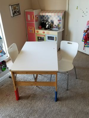 Kids table and chairs for Sale in Los Angeles, CA