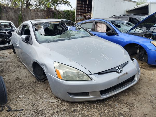 2005 Honda Accord 2 door in for parts cash only you pull.