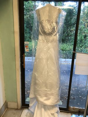 Used wedding dress and women's dress both medium size for Sale in Cary, NC
