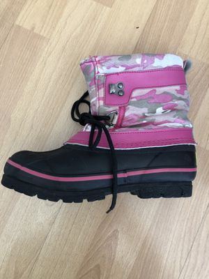 Kids girls snow boots size 1 for Sale in Santa Ana, CA