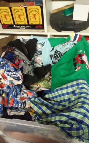 Tub of children's clothes 3-5t for Sale in Elk Grove, CA