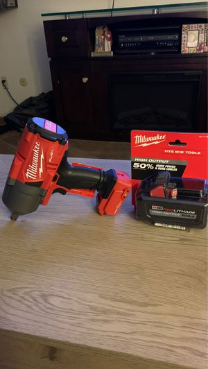 Milwaukee impact wrench with 8.0 battery for Sale in Chula Vista, CA