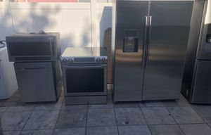 "For sale!!!!! Samsung Sub Zero 48"" wise refrigerador includes Slide in stove, microwave and dishwasher for Sale in Tampa, FL"