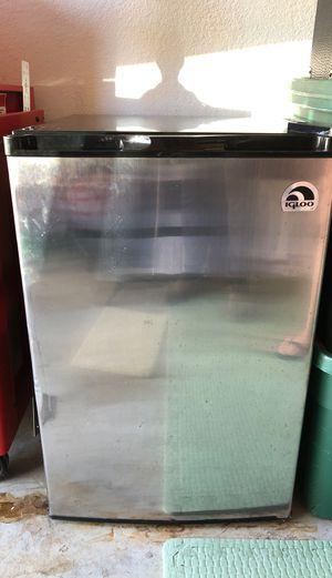Mini Fridge Refrigeradora mini Small Refrigerator for Sale in FL, US