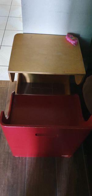 kids desk for Sale in Littlerock, CA