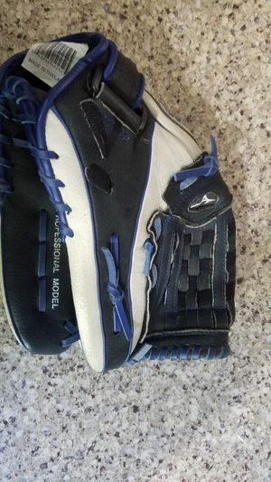 Softball Glove 13in for Sale in Lancaster, CA