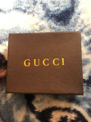 Gucci wallet new in box $90 or best offer I'm not a wallet guy u will see in the last picture for Sale in Desert Hot Springs, CA