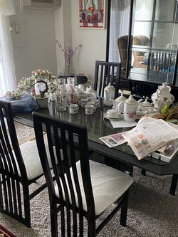 Dining room Table And 4 Chairs for Sale in Newburgh Heights,  OH