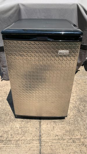 Magic Chef Refrigerator with small freezer for Sale in Delaware, OH