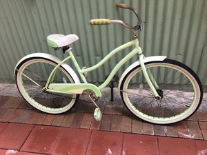 🏖very cute cruiser for woman's 🏝26 inch) very smooth and comfortable bike.. hablo español.. for Sale in West Palm Beach, FL
