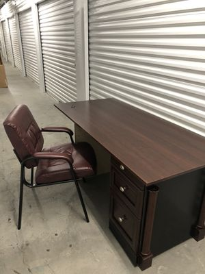 Office desk and chair65x30x30 for Sale in Las Vegas, NV