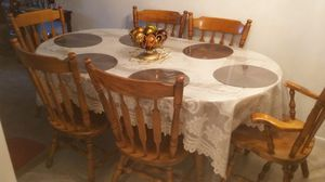 Dining room table for Sale in Holyoke, MA