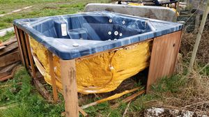 Hot tub shell *free* for Sale in Yelm, WA