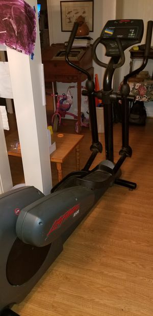 Life Fitness 8500 Elliptical for Sale in Virginia Beach, VA