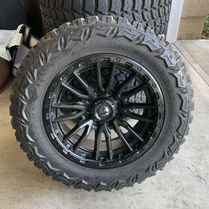 "37"" Tires On 22"" Wheel - 8 Lugs for Sale in La Mirada, CA"