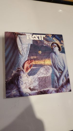Autographed C.D Cover(RATT)Heavy Metal for Sale in Lockport, IL