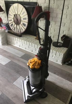 Dyson DC33 for Sale in Brentwood, NC