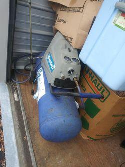 17 gallon kobalt air compressor for Sale in Harrisburg,  PA