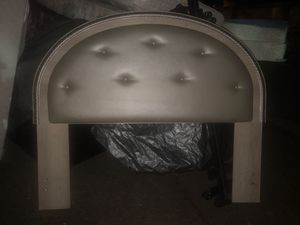 Queen /full sized leather tufted buttoned headboard for Sale in Tualatin, OR