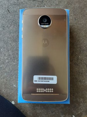 Discount Motorola 1650z phones with free service for Sale in Colton, CA