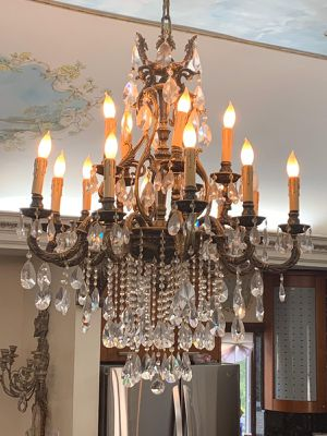 Beautiful 15 Light Brass and Crystal Chandelier for Sale in Brooklyn, NY