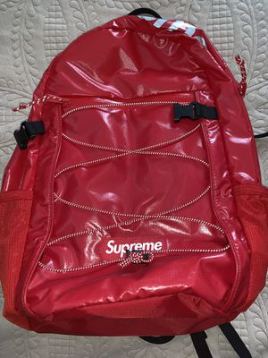 SUPREME FW17 RED BACKPACK for Sale in Queens, NY