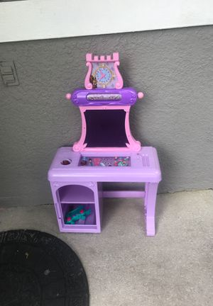 Free ......no complete toys for Sale in Orlando, FL