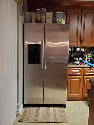 23.2 cu. Ft. Side by Side Refrigerator in Stainless Steel. Works perfectly , Cold Fridge, Cold Freezer, Water dispenser works Perfectly. for Sale in Fort Lauderdale, FL
