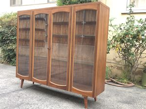 MID CENTURY MODERN WALNUT BOOKCASE for Sale in Arcadia, CA