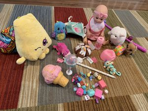 Girl big toys lot Hatchimal fingerling shopkins doll walking 🐶 puppy for Sale in Las Vegas, NV