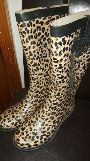 Size 8 tain boots for Sale in Houston, TX