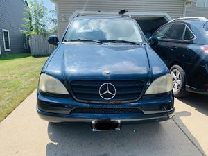 01 Mercedes ml320 for Sale in Bolingbrook, IL