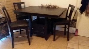 Table and 3 bar stool chairs for Sale in Glendale, AZ