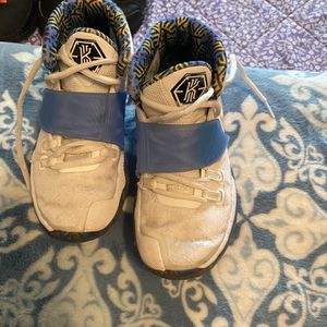 Boys Nike Shoes Size 1.5Y for Sale in Glendora, CA