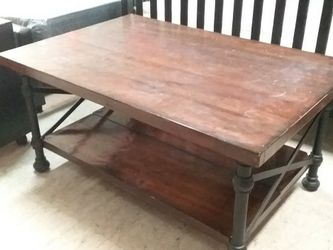 """Hammered Wood Coffee Table 42""""x42""""x21"""" for Sale in Fort Worth,  TX"""
