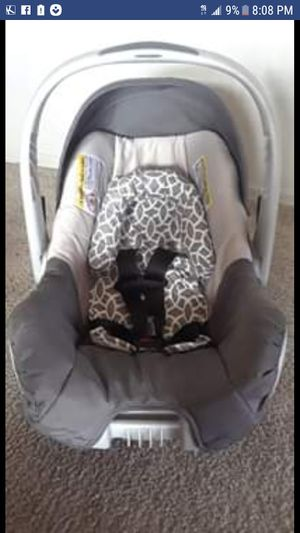 Evenflo Baby car seat and base for Sale in Albuquerque, NM