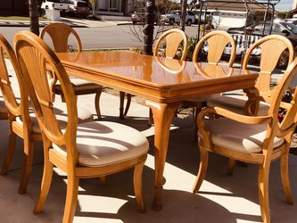 """universal furniture dining table 9pieces,table can be lengthened, Table size:high:31""""depth: 42""""length:66""""(leaf 12""""*2) for Sale in Buena Park,  CA"""
