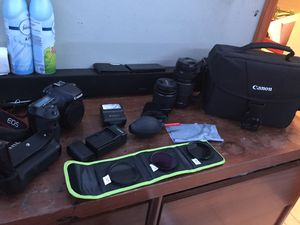 Canon EOS 7D bundle photography kit, with battery grip for Sale in Fort Meade, FL