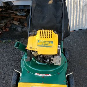 Yard Man Chipper/shredder/vaccum! for Sale in Happy Valley, OR