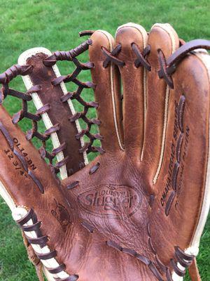 Louisville Slugger Omaha Legacy series 12 3/4 inch baseball / Softball glove mitt for Sale in Tinley Park, IL