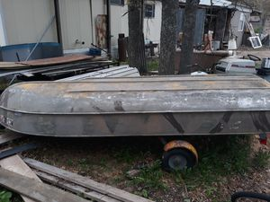 14ft boat with 3 1/2 hp motor . Trailer included for Sale in Roscommon, MI