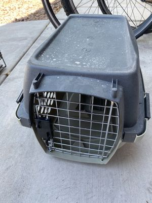Small dog cage (kennel, crate) for Sale in Las Vegas, NV