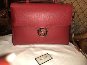 AUTHENTIC GUCCI WMN's RED LEATHER LARGE INTERLOCKING GG SHOULDER BAG for Sale in Reedley, CA