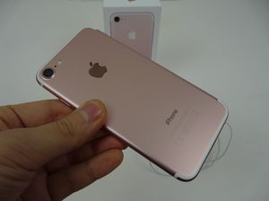 Unlocked iPhone 7 Rose Gold for Sale in Providence, RI