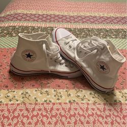 Converse Woman's Size 9 for Sale in Las Vegas,  NV
