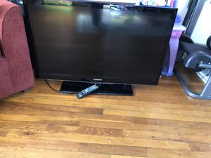 TV SAMSUNG. 40 inch for Sale in Falls Church, VA